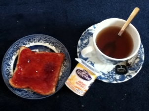 Black tea, yogurt and toast